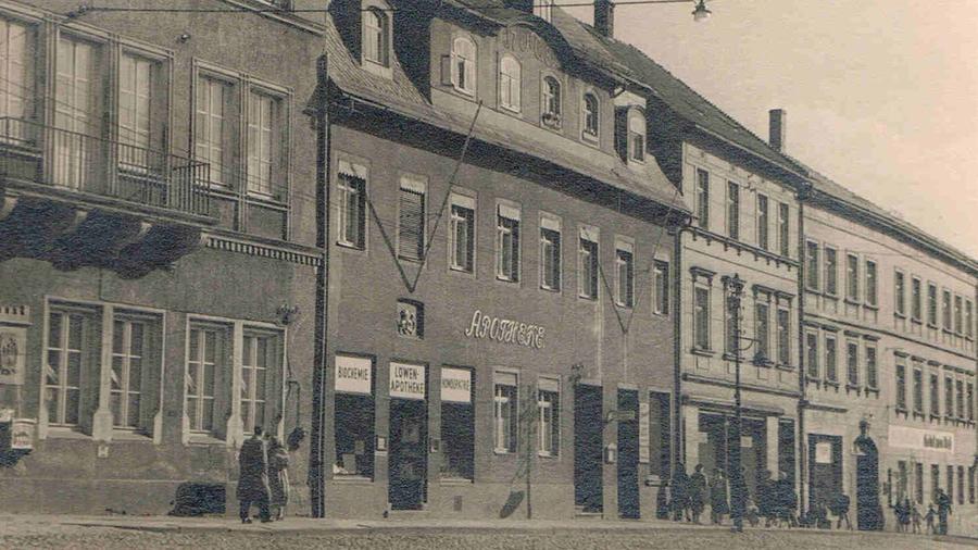 In den Nachkriegsjahren führte sein ältester Sohn Franz Theodor die Apotheke.